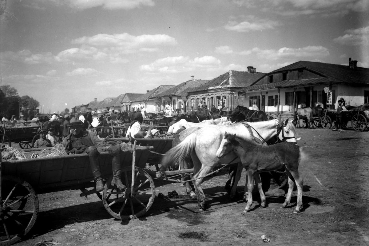 Ярмарок на Ринковому майдані. Фото Генрика Поддембського, 1925 р.